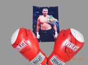Продам новые боксерские перчатки с автографом Виталия Кличко
